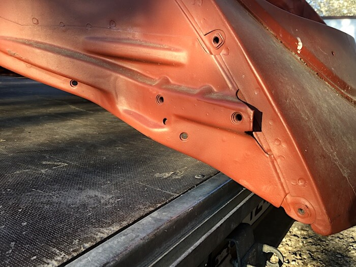 Kuplavolkkarin ruosteeton takapuskurin kannake. Kuva: Kai Lappalainen, lisenssi: CC-BY-40.