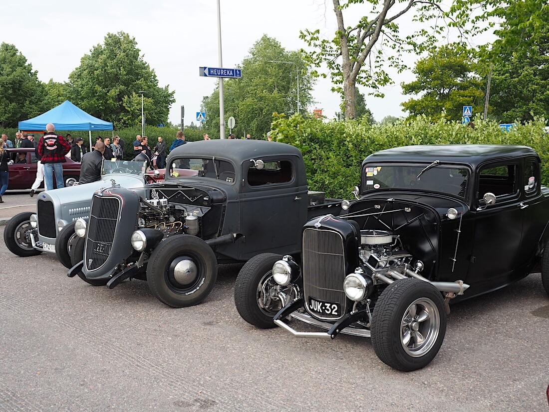 Kolme rodia. Edessä 1932 Ford 5-window coupe. Tekijä: Kai Lappalainen, lisenssi: CC-BY-40.