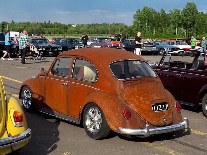 1967 Volkswagen VW1300 ruosteessa. Kuva: Kai Lappalainen, lisenssi: CC-BY-40.