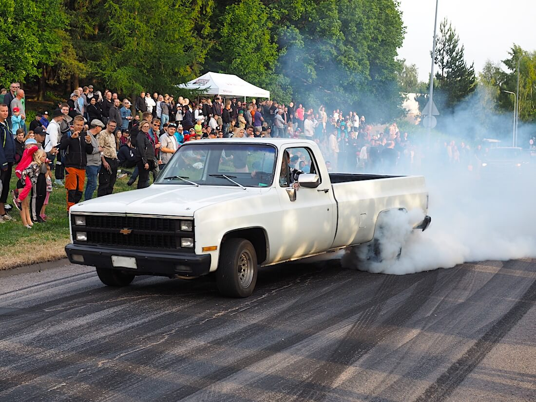 1981 Chevrolet Fleetside burnout. Tekijä: Kai Lappalainen, lisenssi: CC-BY-40.