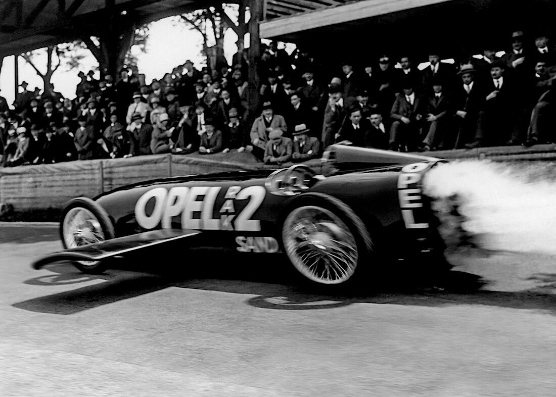 Opel RAK 2 oli aerodynaamisesti edistyksellinen. Kuva: Opel Automobile GmbH.