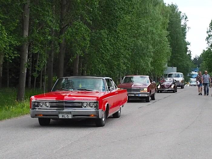Harrasteautoja saapumassa Malmin lentokentälle. Kuva: Kai Lappalainen, lisenssi: CC-BY-40