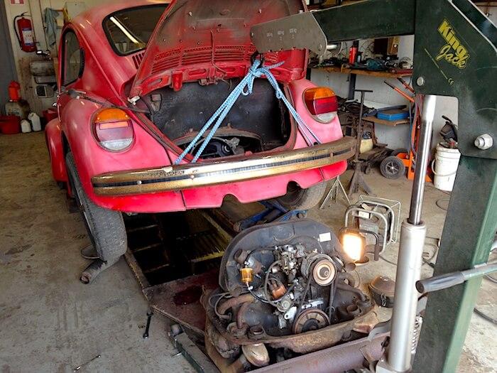 Kuplavolkkarin moottorin vaihto suurempaan. Kuva: Kai Lappalainen, lisenssi: CC-BY-40.