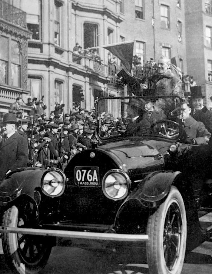 1919 Cadillac Type 57 kyydissään presidentti Woodrow Wilson. Kuva: GM Media, lisenssi: CC-BY-NC-30