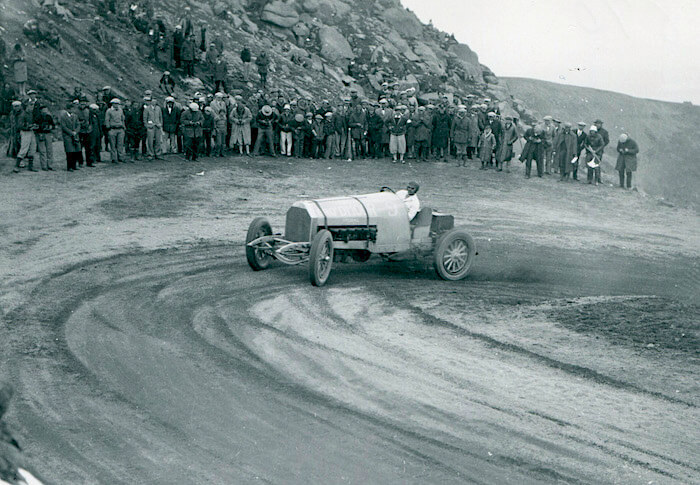 1926 Pikes Peak, Spencer Penrose autolla Yellow Devil. Kuva ja copyright: Volkswagen AG.