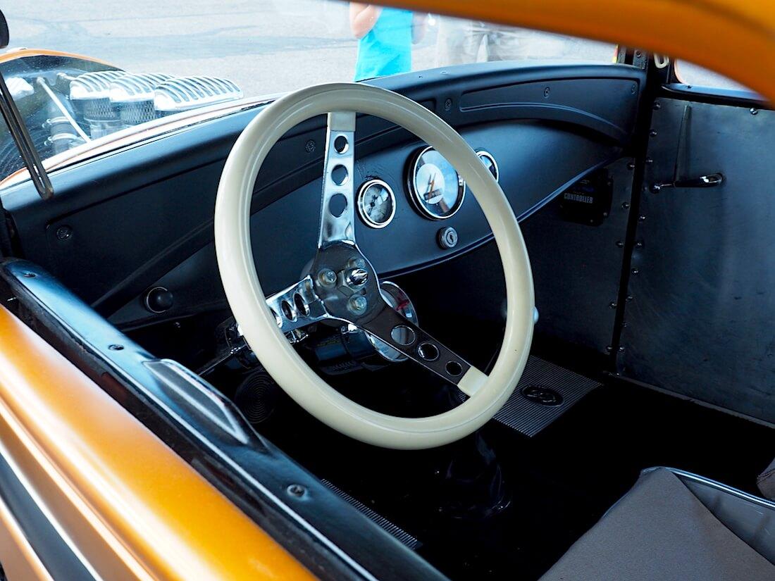 1931 Ford A 5-window rodin pelkistetty kojelauta. Tekijä: Kai Lappalainen, lisenssi: CC-BY-40.