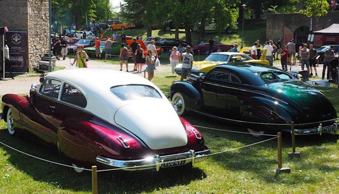 1939 Mecury 99A coupe ja 1946 Buick Roadmaster Sedanet. Tekijä: Kai Lappalainen, lisenssi: CC-BY-40.