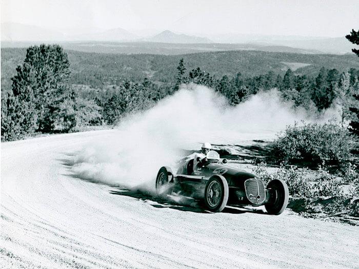 Louis Unser, Pikes Peak kilpailussa Maserata 8CTF autolla, 1946. Kuva ja copyright: Volkswagen AG.