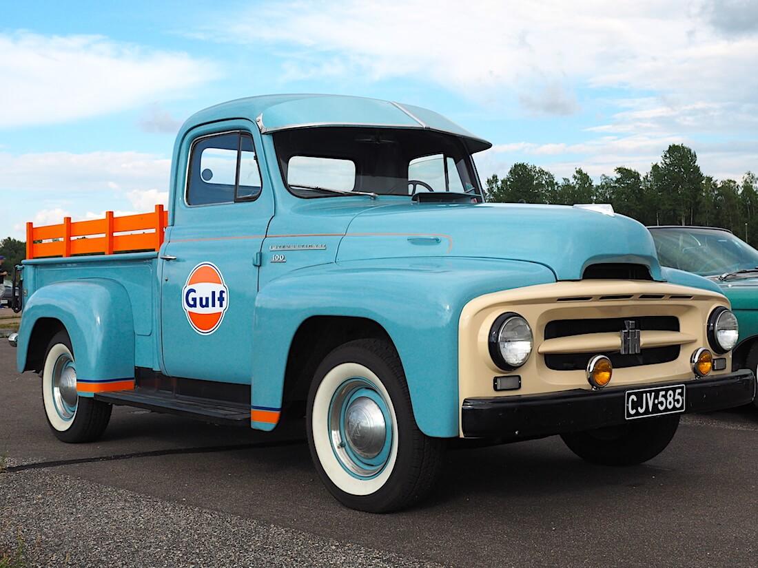 1955 International R100 Pickup Gulfin väreissä. Tekijä: Kai Lappalainen, lisenssi: CC-BY-40.