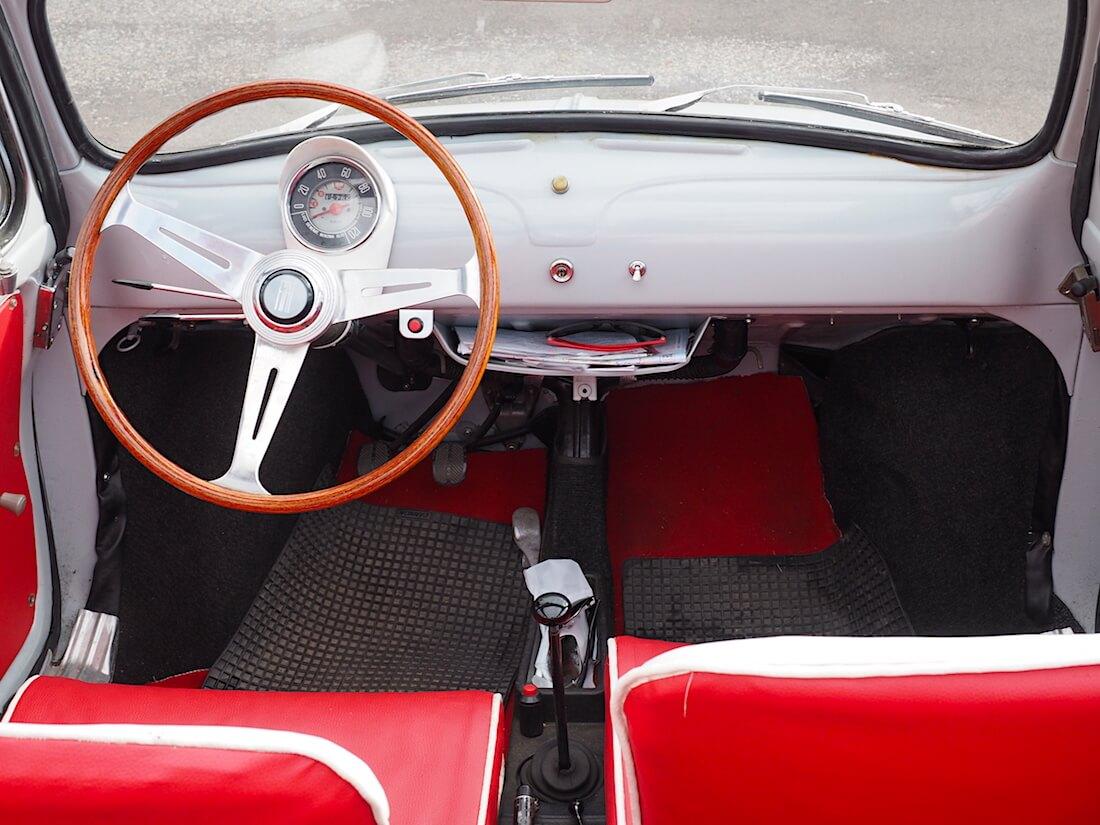 1959 Fiat 500 Cabrio-limo sisusta. Tekijä: Kai Lappalainen, lisenssi: CC-BY-40.