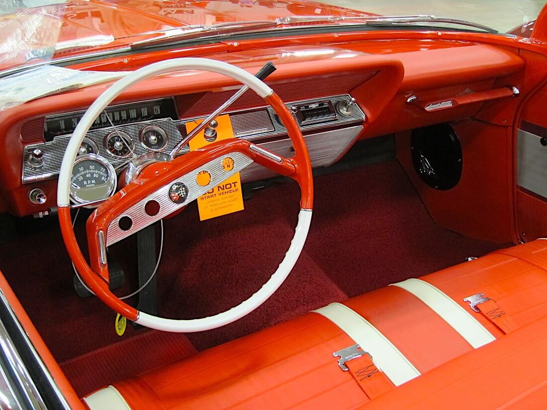 1961 Chevrolet Impala SS automaatti. Sun-kierroslukumittari. Tekijä: Jim Grey, lisenssi: CCBYNCND20.