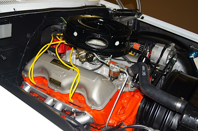 1962 Chevy Biscayne 409 V8-moottori. Kuva: Greg Gjerdingen, lisenssi: CC-BY-20.