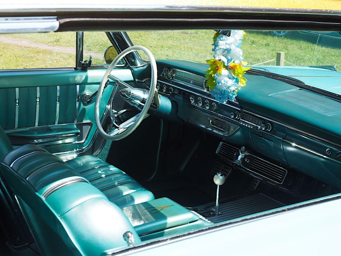 1962 Ford Galaxie 500XL sisusta. Tekijä: Kai Lappalainen, lisenssi: CC-BY-40.