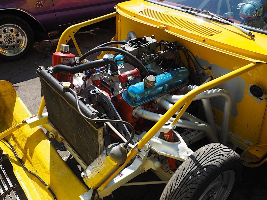 1964 Plymouth Valiant V8-moottori Tekijä: Kai Lappalainen, lisenssi: CC-BY-40.