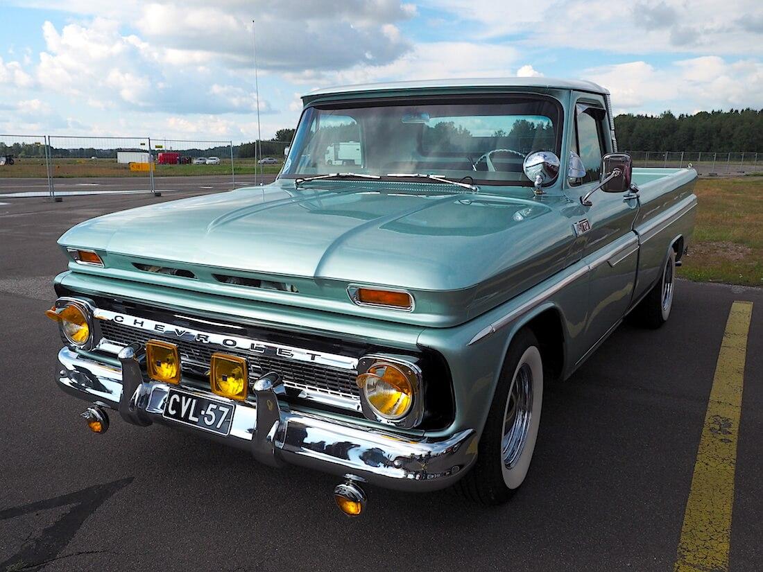 1965 Chevrolet C10 Camper Special Cab pickup lisävalot. Tekijä: Kai Lappalainen, lisenssi: CC-BY-40.