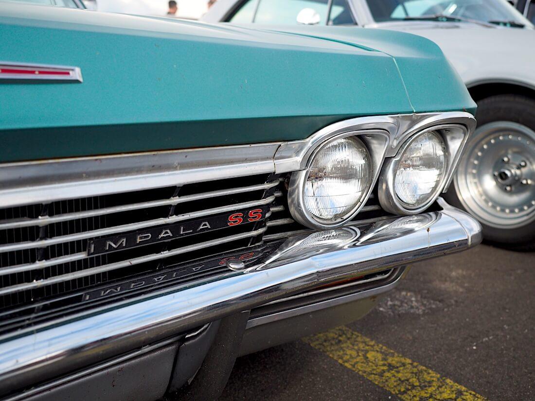 1965 Chevrolet Impala SS logo. Tekijä: Kai Lappalainen, lisenssi: CC-BY-40.