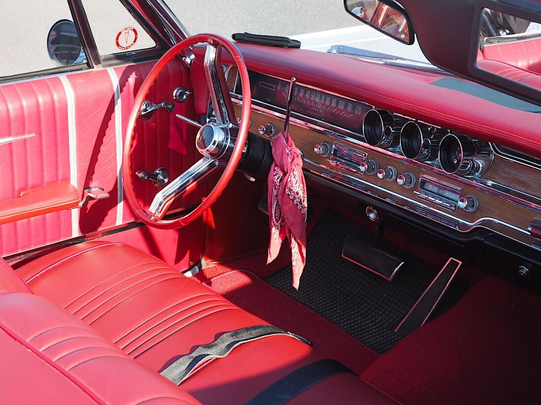 1965 Pontiac Bonneville convertible sisusta. Tekijä: Kai Lappalainen. Lisenssi: CC-BY-40.