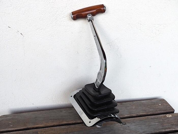 Flat4:n valmistama replica Empin Eliminator vaihdekepistä. Tekijä: Kai Lappalainen, lisenssi: CC-BY-40.