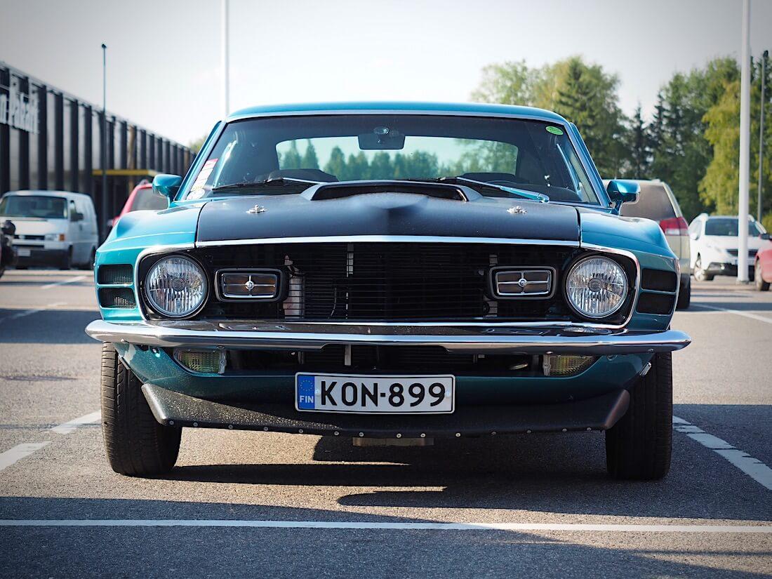 1970 Ford Mustang Sportsroof edestä. Tekijä: Kai Lappalainen. Lisenssi: CC-BY-40.