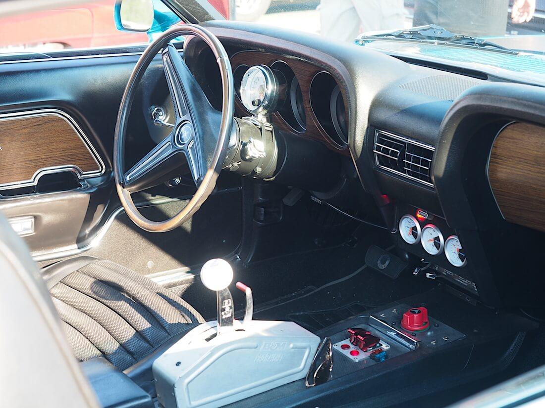 1970 Ford Mustang Sportsroof sisältä. Tekijä: Kai Lappalainen. Lisenssi: CC-BY-40.