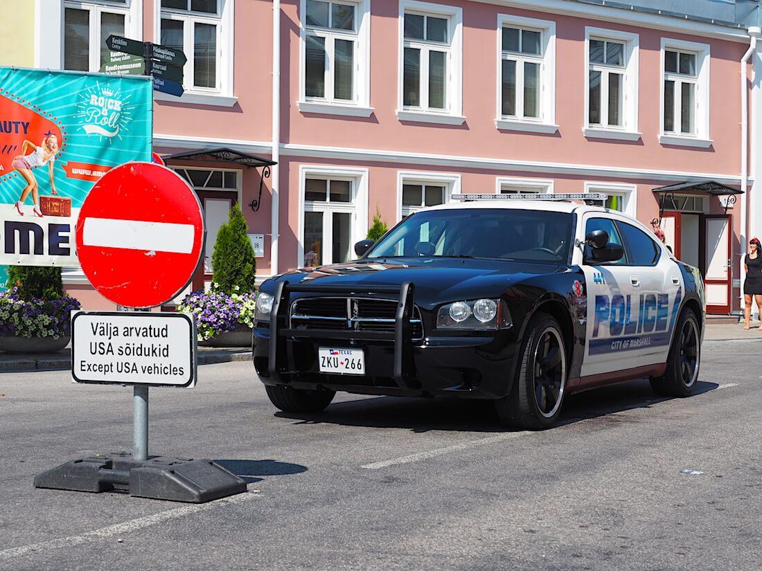 Dodge Charger poliisiauto. katu suljettu muilta paitsi amerillaisilta autoilta. Tekijä: Kai Lappalainen, lisenssi: CC-BY-40.