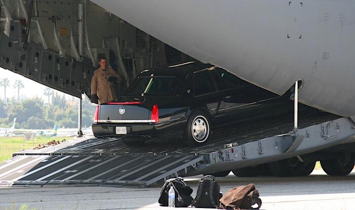 Cadillac Onea puretaan lentokoneesta. Tekijä: John Murphy, lisenssi: CC-BY-SA-20.