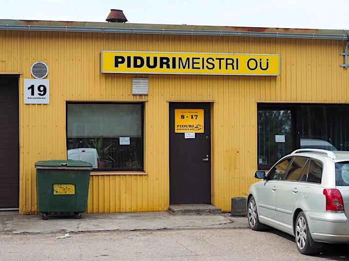 Pudurimeistri OÜ uudelleenpinnoittaa jarruosat ja kytkimet. Tekijä: Kai Lappalainen, lisenssi: CC-BY-40.