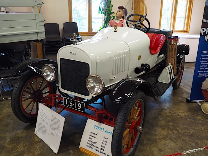 F.A. Ames koripajan rakentamana 1919 Ford T Runabout Vehoniemen automuseossa. Tekijä: Kai Lappalainen. Lisenssi: CC-BY-40.