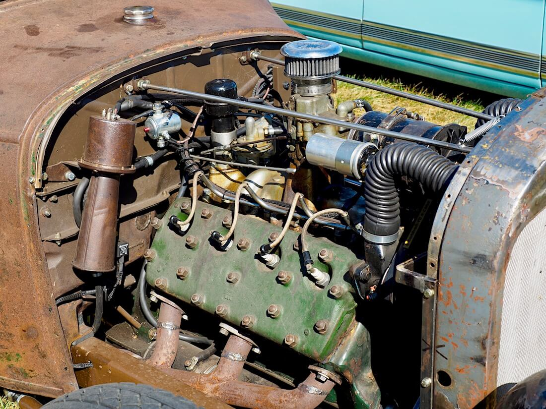 """Fordin 221cid Flathead """"lättäpää"""" V8-moottori. Kuvan tekijä: Kai Lappalainen. Lisenssi: CC-BY-40."""