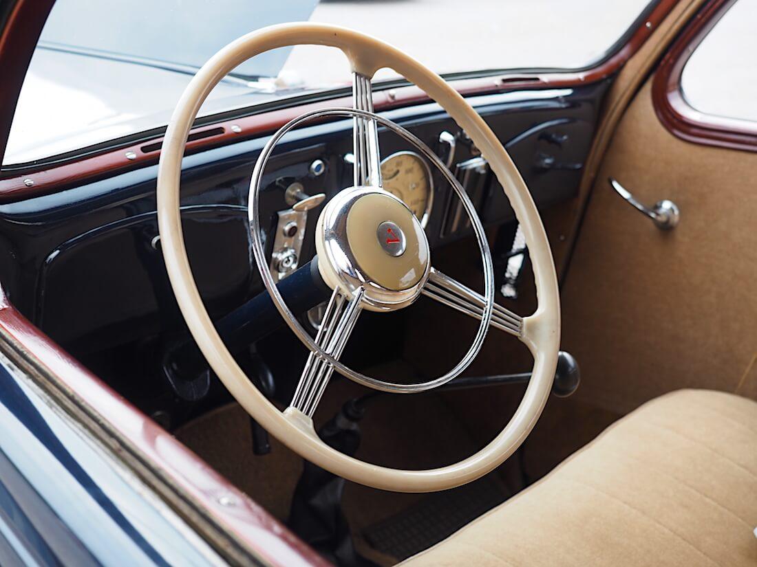 1938 Volvo PV51 auton luunvalkoinen banjoratti. Tekijä: Kai Lappalainen. Lisenssi: CC-BY-40.