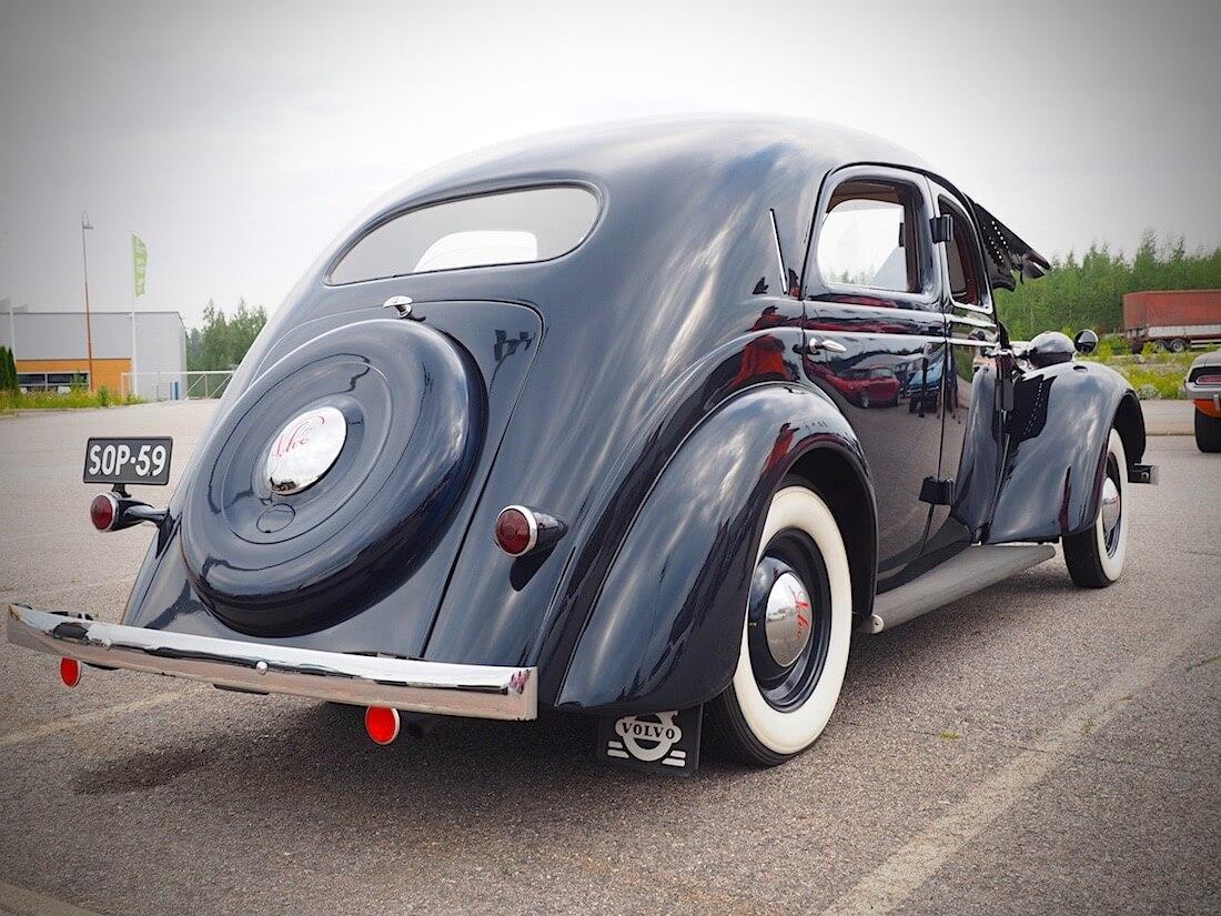 Tummansininen 1938 Volvo PV51 museoauto. Tekijä: Kai Lappalainen. Lisenssi: CC-BY-40.