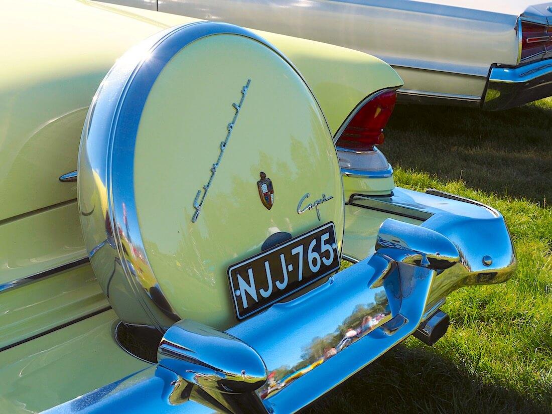 Continental tire vararengas 1955 Lincoln Caprissa. Kuvan tekijä: Kai Lappalainen. Lisenssi: CC-BY-40.