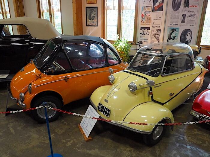 1960 Messerschmitt KR200 ja 1964 Trojan 200 kääpiöautot Vehoniemen automuseossa. Tekijä: Kai Lappalainen. Lisenssi: CC-BY-40.
