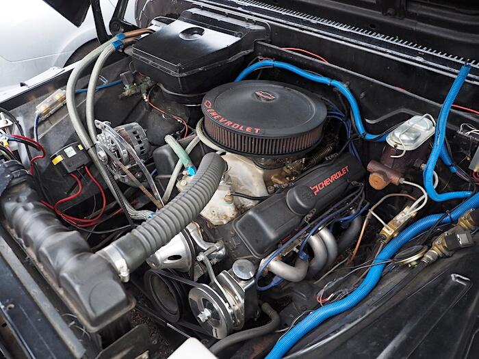Chevrolet 350cid V8-moottori. Kuvan tekijä: Kai Lappalainen. Lisenssi: CC-BY-40.