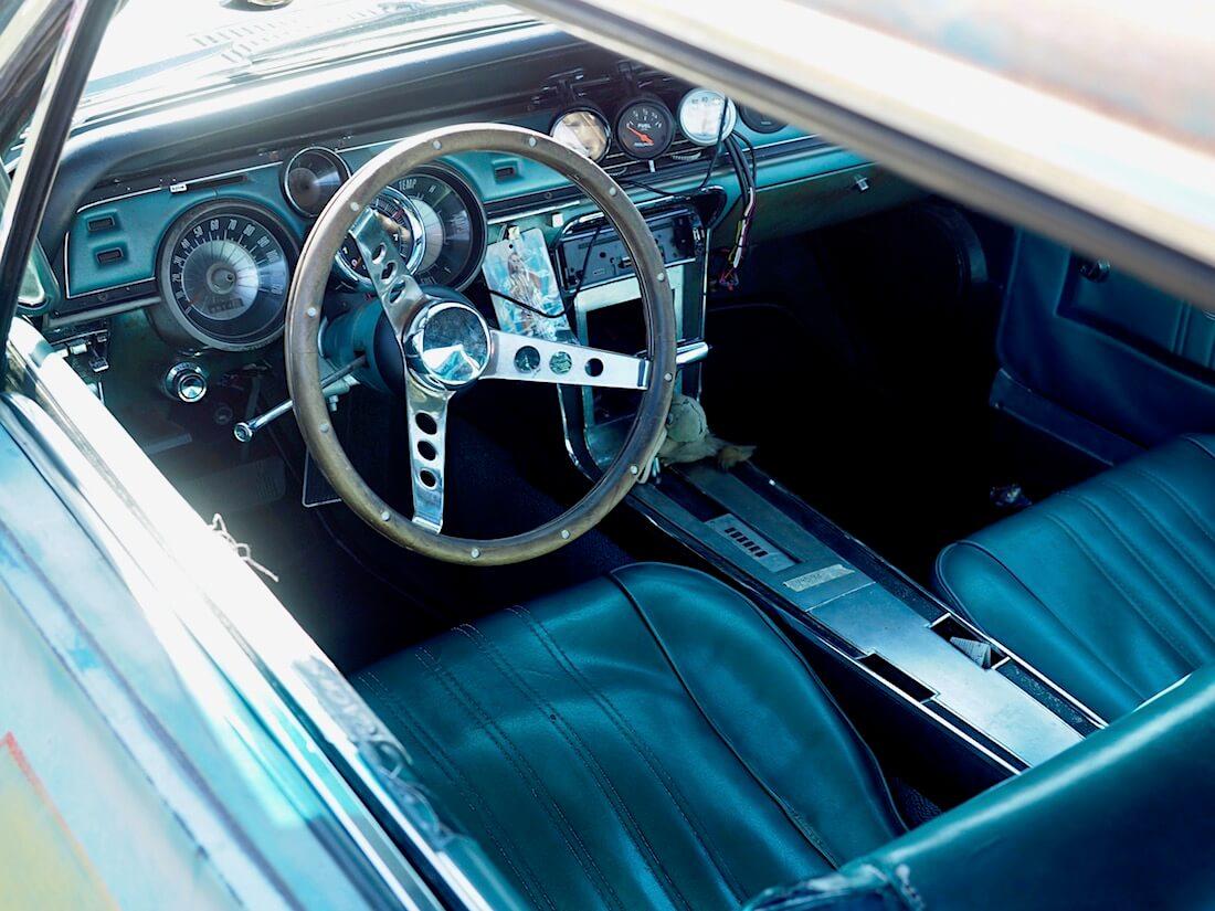 1967 Mercury Cougar alkuperäinen sisusta. Kuvan tekijä: Kai Lappalainen. Lisenssi: CC-BY-40.