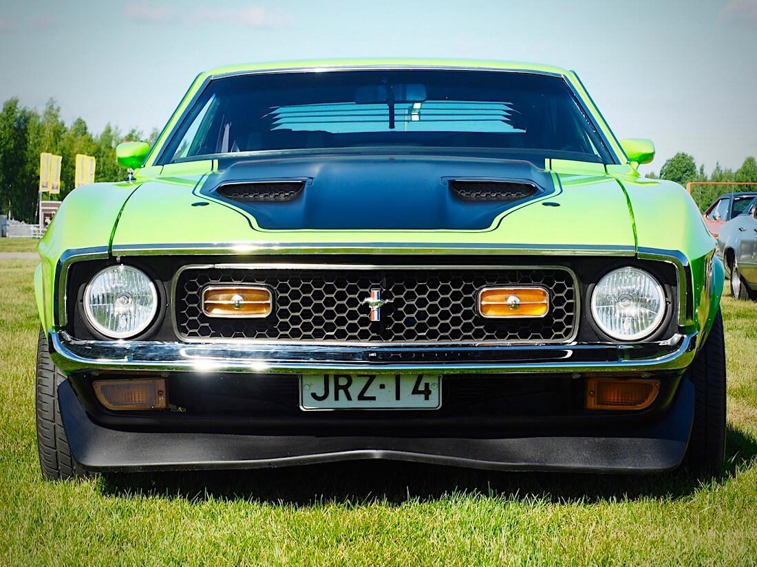 1971 Ford Mustang Mach 1 edestä. Kuvan tekijä: Kai Lappalainen. Lisenssi: CC-BY-40.