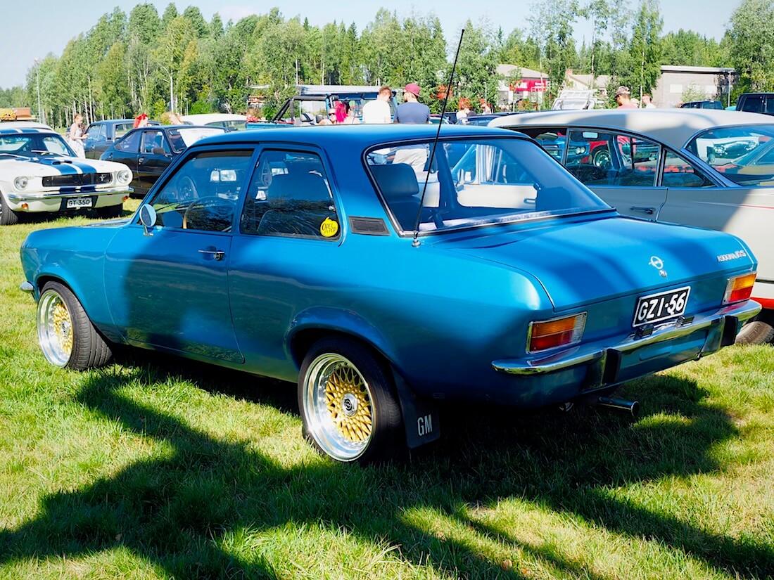 Sininen 1971 Opel Ascona A 1,6l. Kuvan tekijä: Kai Lappalainen. Lisenssi: CC-BY-40.