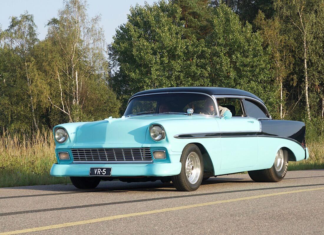Drag race henkinen 1956 Chevrolet Bel Air. Tekijä: Kai Lappalainen. Lisenssi: CC-BY-40.