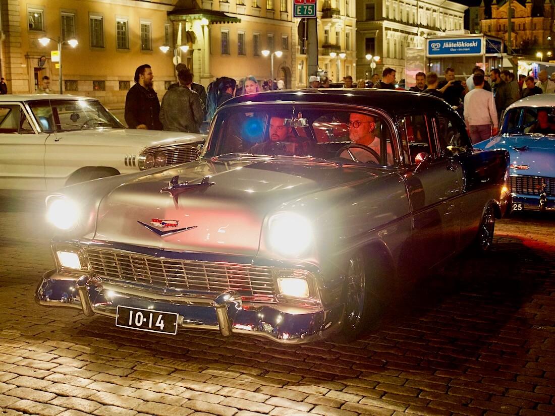 kaksivärinen 1956 Chevrolet Bel Air V8. Tekijä: Kai Lappalainen. Lisenssi: CC-BY-40.