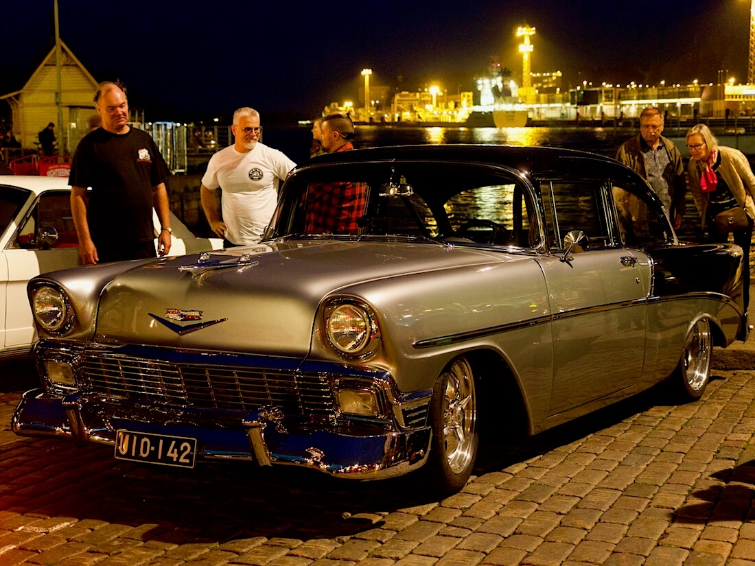 1956 Chevrolet Bel Air Helsingin Kauppatorilla. Tekijä: Kai Lappalainen. Lisenssi: CC-BY-40.