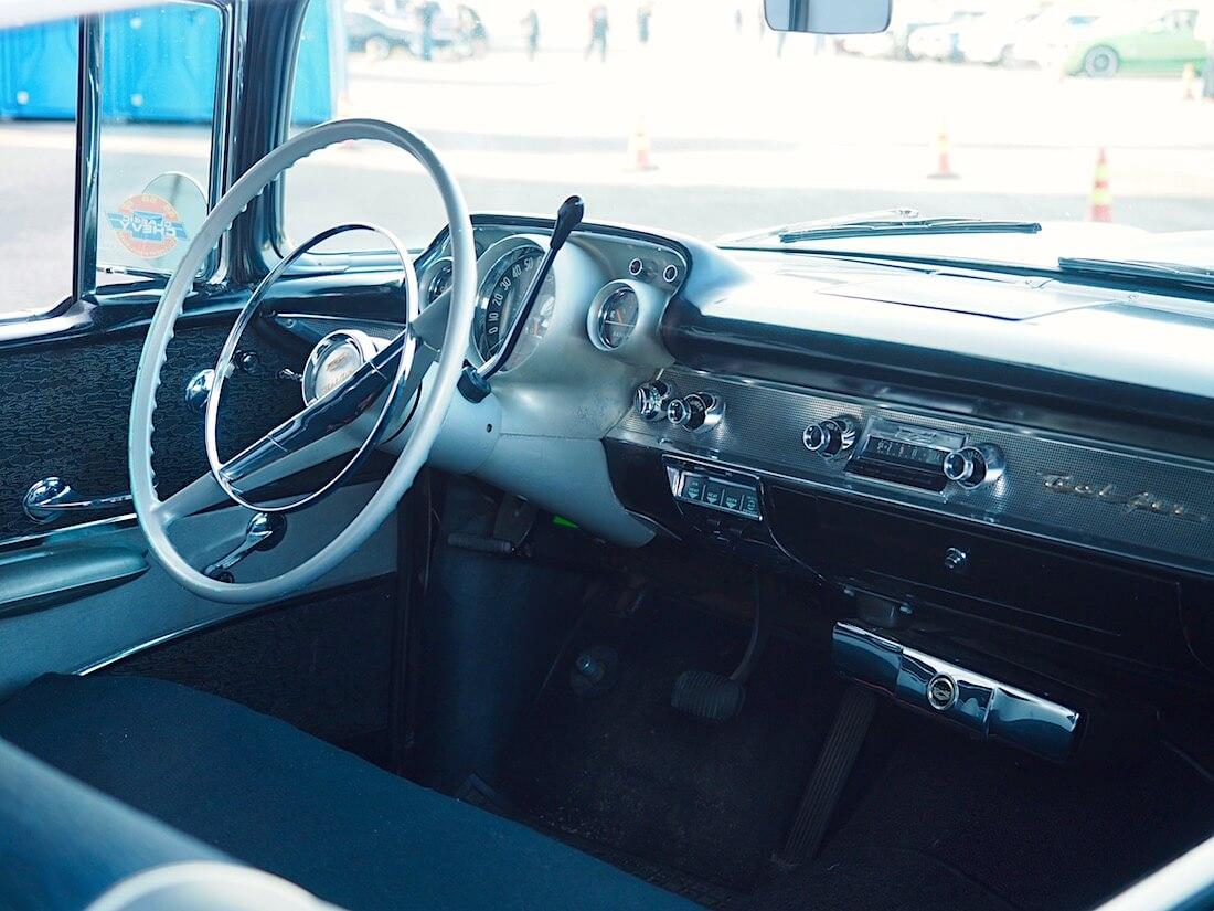 1957 Chevrolet Bel Air 2d Hardtop sisusta. Tekijä: Kai Lappalainen. Lisenssi: CC-BY-40.