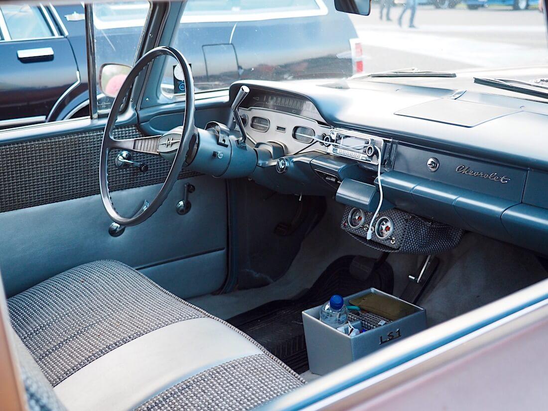 1958 Chevrolet Del Ray Delivery 348cid sisusta. Tekijä: Kai Lappalainen. Lisenssi: CC-BY-40.