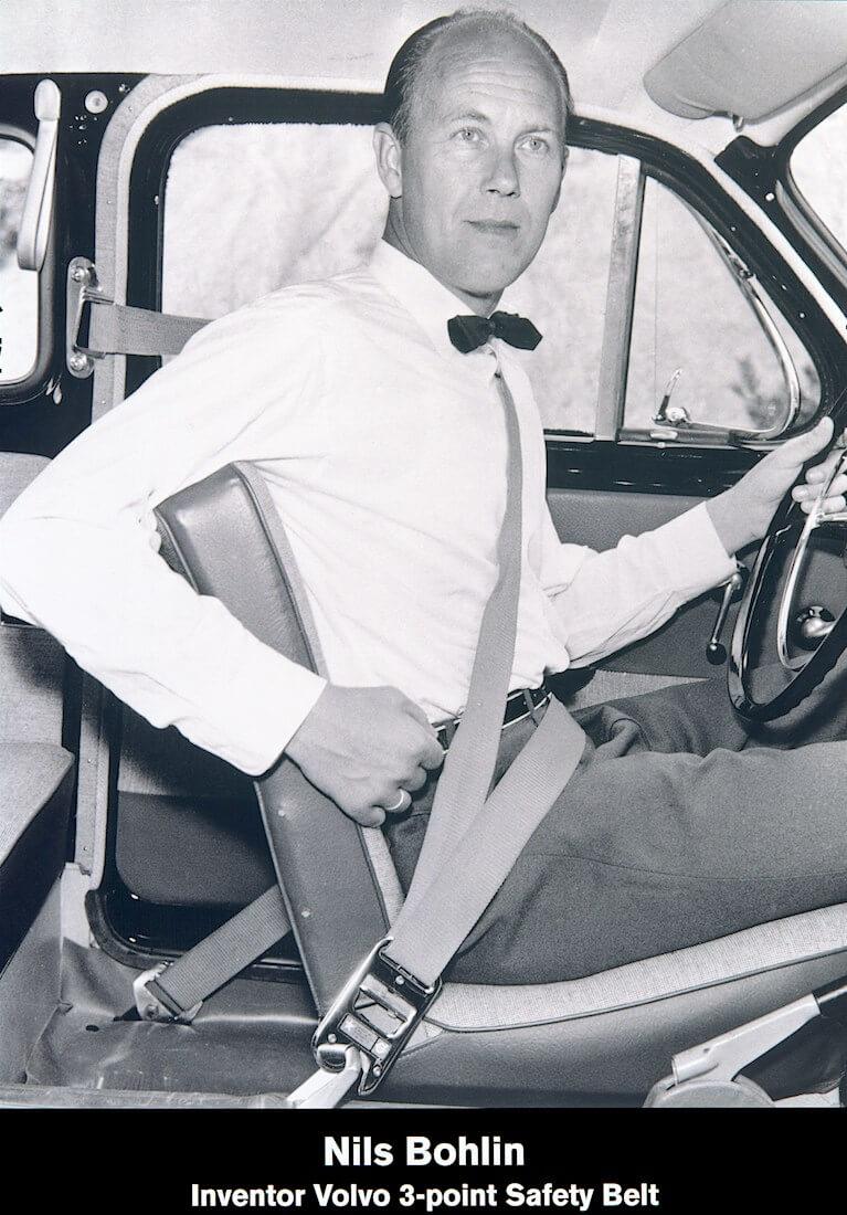 Nykyaikaisten kolmipisteturvavöiden keksijä Nils Bohlin vuonna 1959. Tekijä ja copyright: Volvo Car Corporation.