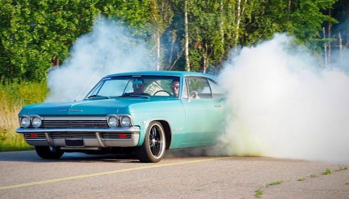1965 Chevrolet Impala SS 346cid Burnout. Tekijä: Kai Lappalainen. Lisenssi: CC-BY-40.