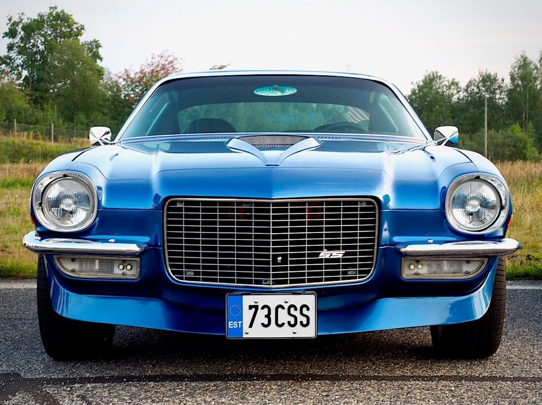 1973 Chevrolet Camaro LT 350cid edestä. Tekijä: Kai Lappalainen. Lisenssi: CC-BY-40.
