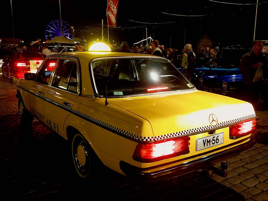 1984 Mercedes-Benz W123 300D museoauto taksiauto. Tekijä: Kai Lappalainen. Lisenssi: CC-BY-40.