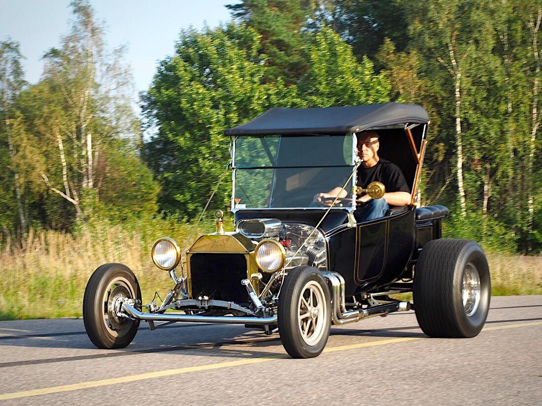 Ford T-Bucket rodi saapuu Malmille. Tekijä: Kai Lappalainen. Lisenssi: CC-BY-40.