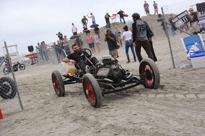 Aaron Kaufman ja Shifting Gears osallistui The Race of Gentlemen kilpailuun. Tekijä ja copyright: Discovery Networks.