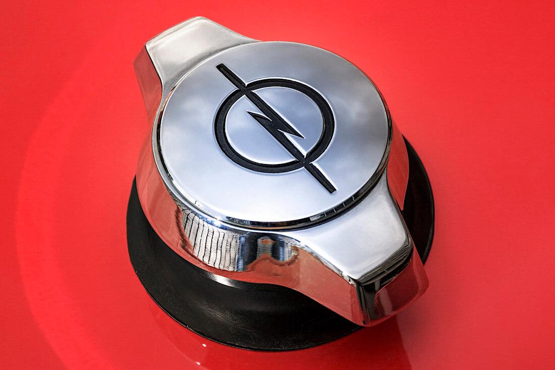 1968 Opel GT bensatankin kromattu korkki. Tekijä ja copyright: Opel Automobile GmbH