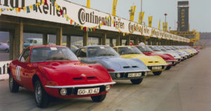 Opel GT autoja Hockenheimin kilparadalla lokakuussa 1968. Tekijä ja copyright: Opel Automobile GmbH